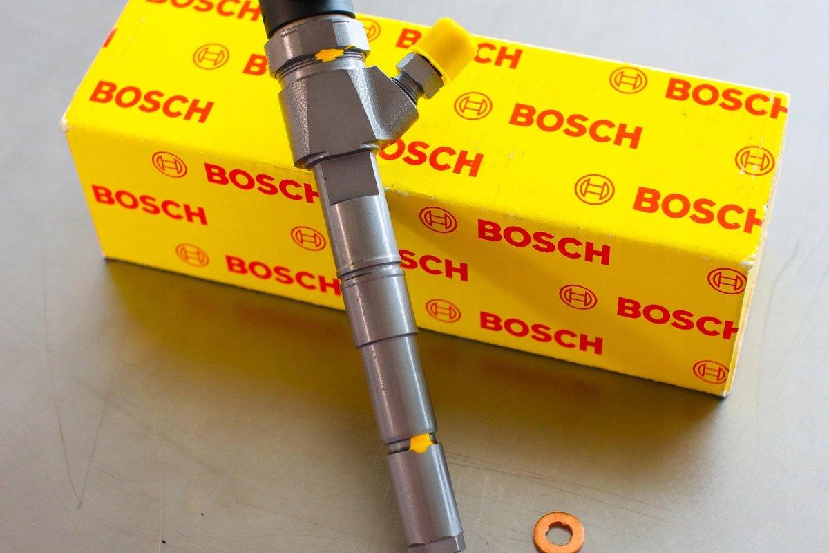 Wtryskiwacz Bosch po naprawie przygotowany do wysyłki do mechanika na gwarancji w dobrej cenie